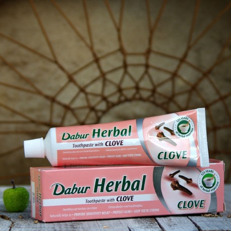 Pasta do zębów z ekstraktem z goździka Dabur