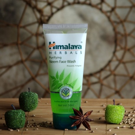 Oczyszczający żel do mycia twarzy z neem Himalaya
