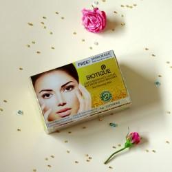 Rozświetlajacy zestaw kosmetyków ze złotem - Biotique